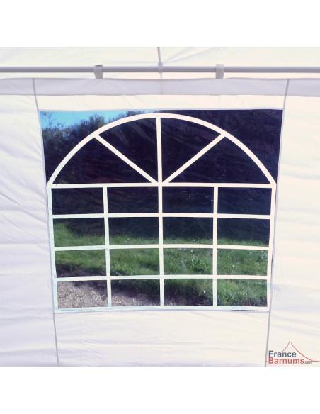 5 faces de notre tente de réception octogonale sont équipées d'une fenêtre vitrage cathédrale