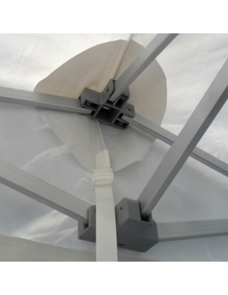 La bâche de toit de nos barnums Pro en aluminium est équipée de sangles de tension à fermeture rapide