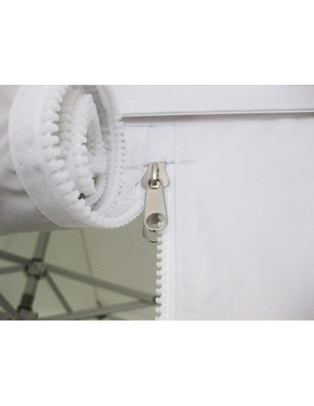 La porte de notre barnum pliant professionnel en aluminium est équipé d'une fermeture éclair de qualité